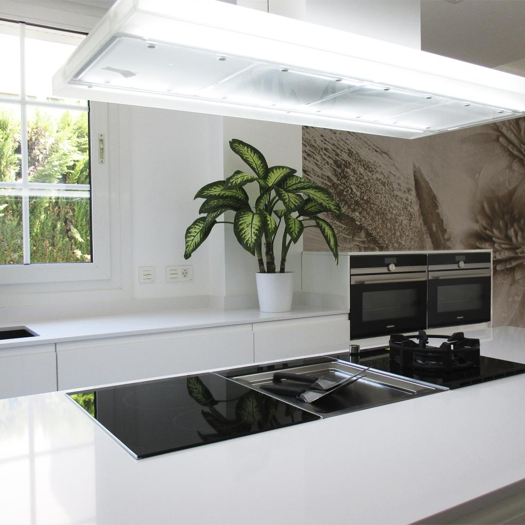 Reforma Cocina Blanca con Isla
